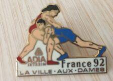RARE PIN'S SPORT LUTTE FEMININE FRANCE 92 LA VILLE AUX DAMES ADIA INTERIM EGF