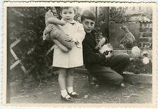 PHOTO ANCIENNE - ENFANT ANIMAL JOUET GAG-CHILD ANIMAL TOY FUNNY-Vintage Snapshot
