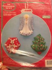 Paragon 3 CHRISTMAS SPINNERS Felt Applique Ornaments Kit -Snowman,Poinsettia
