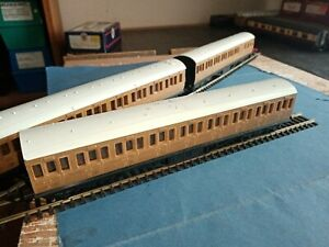 OO gauge Grafar LNER suburban teak bogie coaches, 3 all in good condition