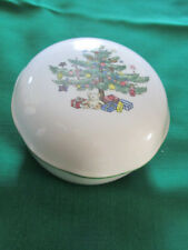 COVERED CANDY BON BON DISH NIKKO HAPPY HOLIDAYS CHRISTMAS TREE W/TEDDY BEAR