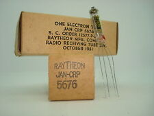 5676 RAYTHEON TUBE. 1950´S.  NOS & NIB. RC181.