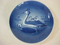 """1978 BING & GRONDAHL (B&G) MOTHER'S DAY PLATE """"GREBE WITH CHICKS"""", 5 3/4"""" DIA"""
