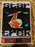 Star Trek Romulan Bird-of-Prey Plastic Model Kit AMT 666 Tin and Poster (TOS)
