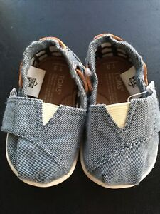 Toms Tiny Baby Unisex Slip On Shoes Blue Denim Size T3 US New