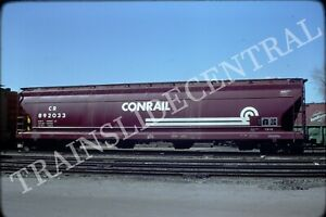 Original train slide CR CONRAIL covered hopper 892033, 1977