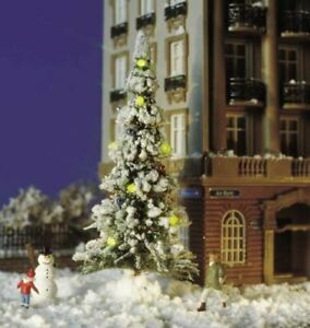 BUSCH HO SCALE CHRISTMAS TREE WITH 7 LIGHTS AND SNOWMAN | 5409