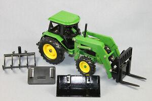 ERTL John Deere 3350 Traktor mit Frontlader + Zubehör Maßstab 1/32