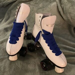 VINTAGE WOMEN'S ROLLERSKATES/BAG/EXTRAS...DOMINION CANADA. SIZE 8