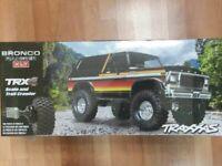 Traxxas 82046-4 TRX-4 1/10 Trail Crawler Truck w/'79 Bronco Ranger XLT Body Sun