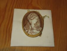 Vintage 1960s ROSITA Cameo style Brooch with safety chain Unused on card