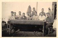 Orig. Foto Wehrmacht Soldaten am Tisch Rumänien Balkanfeldzug 1941