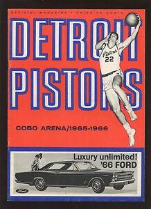 1965/1966 Basketball Program New York Knicks at Detroit Pistons EXMT