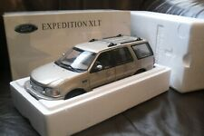 UT MODELS - FORD EXPEDITION -XLT - GOLD  - 1/18
