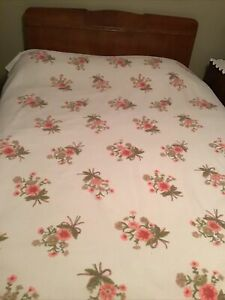 Vintage Pink Polyester Acrylic Floral Pink Roses Blanket 73 X 88- Full/queen