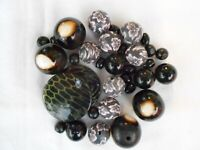 JOB LOT ASSORTMENT OF MIXED BLACK BEADS VARIOUS SIZES JEWELLERY MAKING