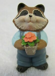 Hallmark 1995 Merry Miniature EVERYDAY - RACCOON WITH FLOWER POT - #QFM808-7