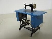 modellino in latta macchina da cucire SINGER