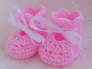 NEWBORN OR 0-3 MONTH BABY PINK HAND CROCHET KNITTED SHOES BOOTEES BOOTIES GIFT