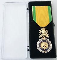 """Médaille Ordonnance MÉDAILLE MILITAIRE BRONZE """" Valeur et Discipline """"  ."""