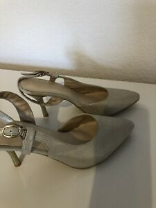 Size 2 Cream Gold Shoes