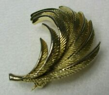 """Brooch 2"""" x 1.5"""" Vintage Gold Coloured Feather"""