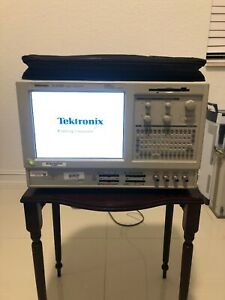 Tektronix TLA5202 Logic Analyzer