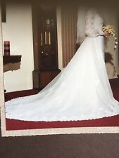 Vintage 1970s White WEDDING DRESS SIZE 10/12. . Organza / GUIPERE  LACE. TRAIN