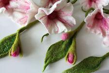 Blumengirlande aus Filzwolle , Filzranke, Filzblume weiß-rose mit Knospen