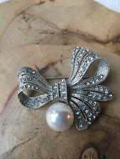 Sparkling Rhinestone Diamanté Clear Crystal Silver Pearl Bow Brooch Pin