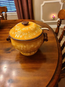 Temp-tations-Floral Lace-Gold-Soup tureen with lid and ladle-NEW
