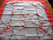 CARRE MOTIF DE CEINTURE GRISE ROUGE POLYESTER 76 x 76 cm