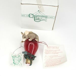 Charming Tails Silvestri 87/069 Holiday Light Ornament Mouse On Red Bulb In Box