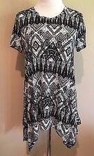 NWT Women's Black Print Short Sleeve Sharkbite Chelsea & Theodore Tunic Medium