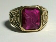 10.CT GOLD RED TOURMALINE GENTS CENTURION HEAD SIGNET RING, SIZE S&1/2. 7.40.GMS