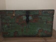 VINTAGE IN LEGNO Scatola dei ricordi, piccole tronco, vernice verde, chiusura e maniglie in ottone