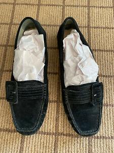 Woman's UGG Size 8 Black Moccasin/Loafer