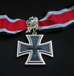 1813 GERMAN KNIGHT'S IRON CROSS MEDAL WITH OAK LEAVES - REPRO ARMY