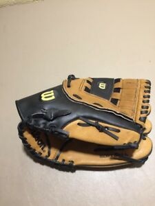 """Wilson A2581 13"""" ESB Softball Glove Right Handed Throwing"""
