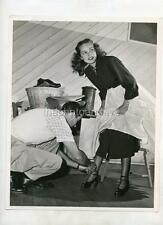JANET LEIGH LITTLE WOMEN CANDID 1949 w/SNIPE VINTAGE PHOTO 126W