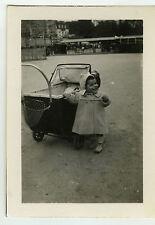 PHOTO ANCIENNE - ENFANT LANDAU PARC RIRE - CHILD LAUGHING - Vintage Snapshot