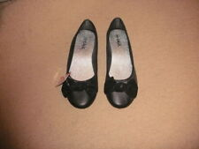 BNWT ladies girls soft comfy black flat shoes ballerina pumps with bow size 6 5?