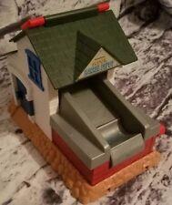 "THOMAS & FRIENDS TRAIN TAKE ALONG SODOR BARREL DEPOT BUILDING WITH HANDLE 6"" H"