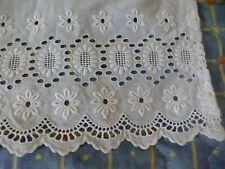 blanc ancien  tissus broderie anglais e brise-bise petit jupon poupée etc...