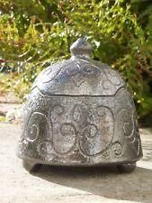 Boite tripode en grès emaillé ,volutes gravées,couleur métal ,signée Rémi Dorier