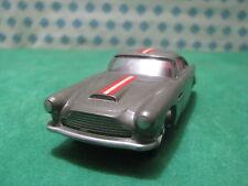 Vintage  -  ASTON MARTIN DB4  interior Rojo   - 1/43 Solido n°111  serie 100