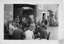 Original-Photo WK 2 SOLDATEN IN DER PAUSE Unterlüß u. Faßberg Lkr. Celle 10x7 cm
