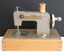 C1946 VINTAGE KAYanEE SEW MASTER GOLD MINIATURE SEWING MACHINE