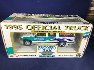 S-71 BRICKYARD 400 CHEVROLET SUBURBAN 1995 OFFICIAL TRUCK - 1:25 SCALE
