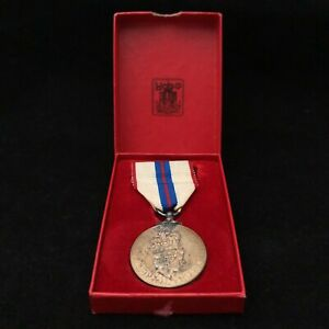 Queen Elizabeth II 1952-1977 Silver Jubilee Medal Boxed Collectable 26021 CP